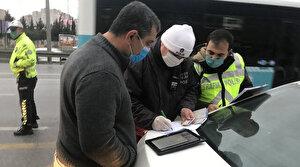 Minibüsten indirilen fazla yolcudan polise ilginç tepki: Polis aracıyla mı bırakacaksınız