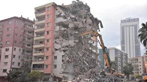 Depremin ardından İzmir'deki ağır hasarlı binaların yıkımı sürüyor