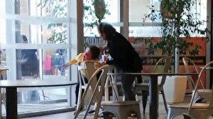 AVM'de küçük çocuğu 'yemek yemiyor' diye evire çevire dövdü: Acımasız kadına tepki yağdı