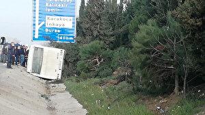 Bursa'da lastiği patlayan yolcu otobüsü, su kanalına devrildi: 18 kişi yaralandı