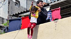 Kızını dakikalarca damdan sarkıtarak atacağını söylemişti: Tutuklandı