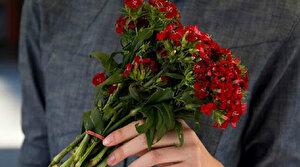 Fatih'te Anneler Günü'nde annelere çiçek hediye