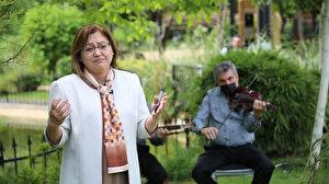 Fatma Şahin anneleri konu alan şiirleri okurken ağladı
