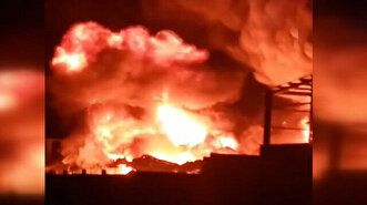 Flames engulf chemicals factory in Egypt