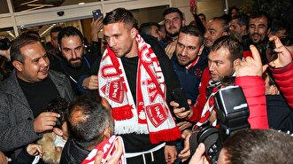 Alman yıldız Lukas Podolski Antalya'ya iniş yaptı
