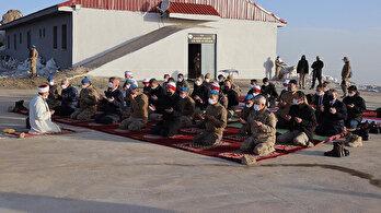 Bakan Soylu bayram namazını üs bölgesinde kıldı