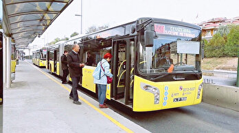 Yerli elektrikli metrobüs yolda