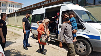 Turkish coastal guards arrest irregular migrants after entering the country illegally