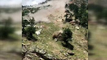 Scary footage from India captures devastating landslide, killing nine tourists