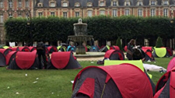 At least 400 homeless set up tents in landmark Paris square