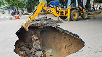 Giant hole opens up in middle of road in India