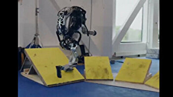 Humanoid Atlas robot shows off jaw-dropping parkour skills