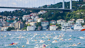 Turkish swimmers clinch top spots in Bosphorus cross-continent race