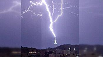 Massive lightning bolt strikes clock tower in Mecca