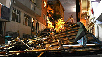 Trees collapse, roofs fly as thunderstorm ravages Istanbul