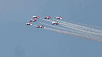 Turkish, Azerbaijani jets put on spectacular airshow over Istanbul's Bosphorus Strait