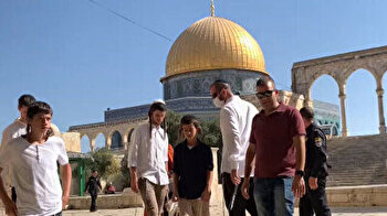 Scores of Israeli settlers force their way into Al-Aqsa complex to observe Sukkot
