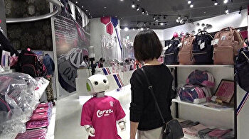 Robot enforces mask-wearing, distancing at store in Japan