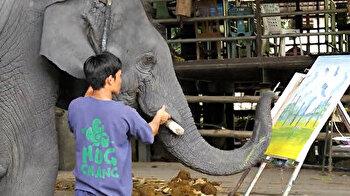 لوحة فنية رسمها فيل تباع بـ5 آلاف و500 دولار