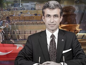 Hayatını hukuk mücadelesine adayan Denizli Cumhuriyet Başsavcısı Mustafa Alper'i binlerce vatandaş gözyaşlarıyla uğurladı.