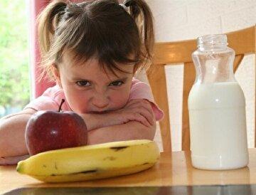 Ailelerin çocuklarına yaptığı 'yemek ye' baskısı iştahsızlığa neden oluyor.