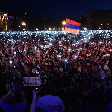Ermenistan'da yaşanan eylemler nedeniyle gündelik hayat durma noktasına geldi. Ulaşım sekteye uğradı, komşu ülkelerle iletişim kesildi.