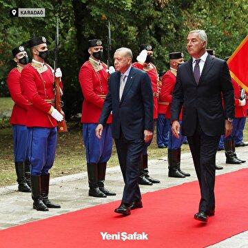 cumhurbaskani-erdogan-ziyarette-bulundugu-karadagda-cumhurbaskani-milo-cukanovic-tarafindan-resmi-torenle-karsilandi