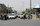Kabil'de trafik hareketliliğinin sabahın erken saatlerinde başladığı ve  bu hareketliliğin öğlen saatlerine doğru bir curcunaya dönüştüğü belirtiliyor. Şehirde trafik lambası yok ve Taliban'ın talimatıyla görevlerine dönen trafik polisleri de bu curcunaya çözüm bulamıyorlar.