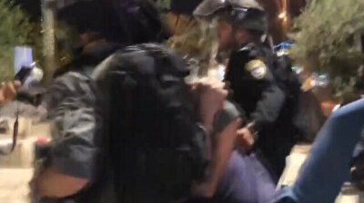 Israeli police attack Palestinians at Damascus Gate for a second night