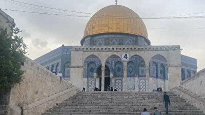 Palestinians stand guard at Masjid al-Aqsa to prevent raid by fanatical Jews