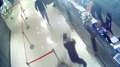 Gangsters unleash 1,000 COCKROACHES on restaurant in Taiwan
