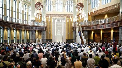 First Eid prayers held at Istanbul's landmark Taksim Mosque