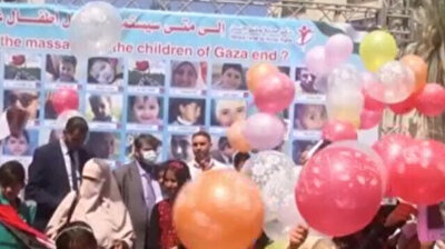 Gazan children fly balloons with photos of friends killed in Israeli attacks