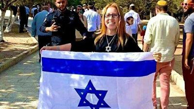 Flag-waving Israeli settler storms Al-Aqsa complex in Jerusalem