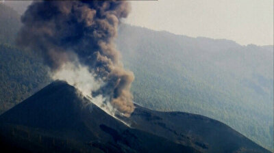 Infernal volcano continues to roar on Spain's Canary Islands