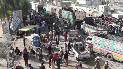 Thousands of Afghans continue to wait at Pakistan border crossing