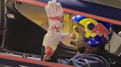 Italian stunt pilot breaks longest tunnel flight world record in Istanbul