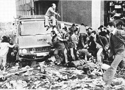 19 Aralık 1979 günü bir sinemanın bombalanması ve biri ağır yedi kişinin yaralanması ile başlayan olaylarda 105 kişi öldü.