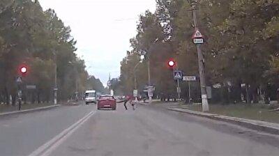 Man kicks car that whizzes past red light