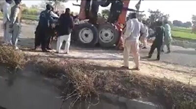 Pakistani tractor-locking ends badly