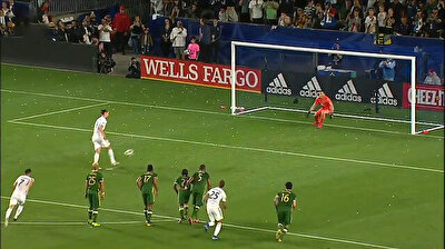 Ibrahimović scores after awesome Panenka penalty shot