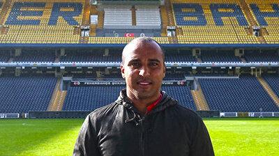 Deivid de Souza, futbolu bıraktıktan sonra Fenerbahçe Kulübü'nü ziyaret etti.