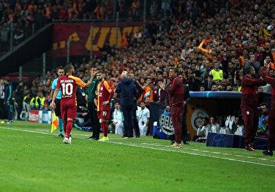Galatasaraylı futbolcu Belhanda, sahadan çıkarken sarı kırmızılı taraftarlarla gerginlik yaşadı.