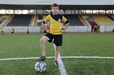 Hayali gerçekleşen genç futbolcu adayı Mehmet Taha Tamtabak