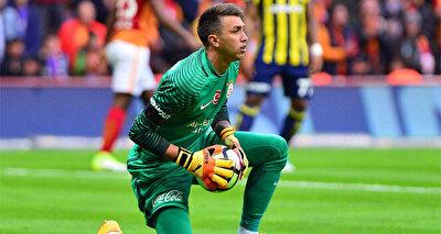 Muslera, Galatasaray'a geldiği 2011 yılından itibaren, sarı-kırmızılı forma altında 14 kupa kaldırdı.
