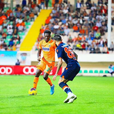 Alanyaspor ile toplam 120 maça çıkan N'Sakala'nın 7 asisti bulunuyor.