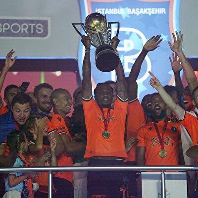 Elia, Süper Lig'de Başakşehir formasıyla şampiyonluk yaşadı.