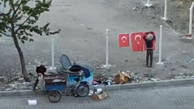 Footage shows a young cardboard collector as he hangs up Turkish flags on barbed wire after he dug them out of the garbage. His praiseworthy attitude was filmed by a citizen and lauded by millions on social media.<br>