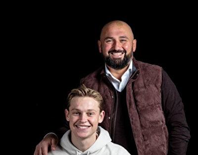 Yıldız futbolcu De Jong ve menajer Ali Dursun