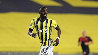 Cisse, bu sezon Fenerbahçe formasıyla çıktığı 8 maçta 3 gol atarken, 1 de asist yaptı.